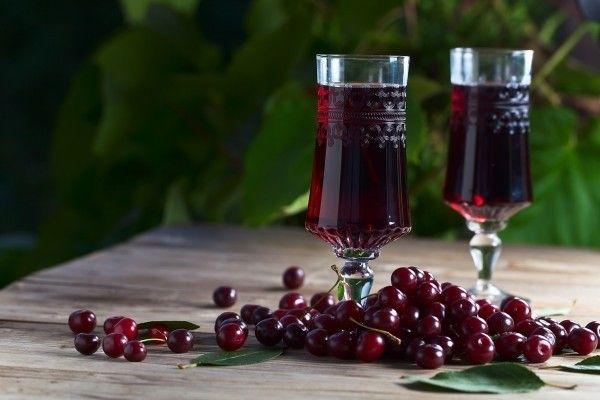 вино из вишни с косточками в домашних условиях простой рецепт, вино из вишни в домашних условиях рецепт с советских времен, вино из вишни без косточек в домашних условиях