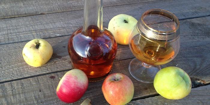 домашний коньяк из водки с яблоками